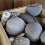 Steine zum Spielen und Anfassen